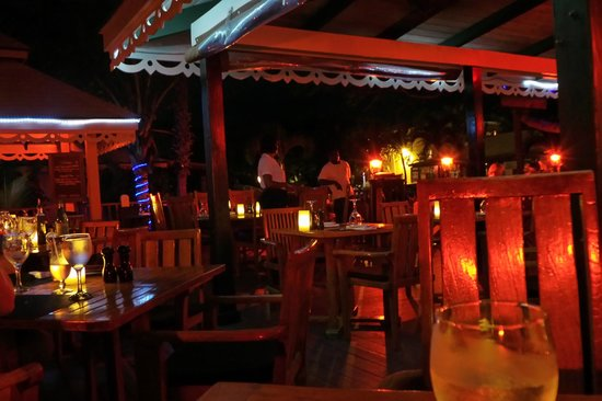 Caicos Cafe Bar & Grill : nice atmosphere