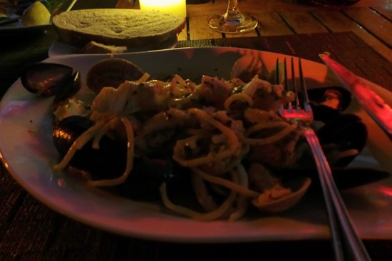Caicos Cafe Bar & Grill: seafood and pasta