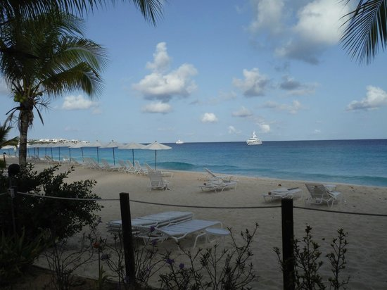 Carimar Beach Club: beach from our patio!