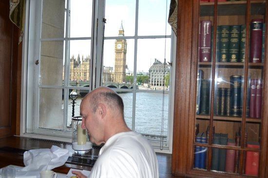 London Marriott Hotel County Hall: Breakfast in the Library