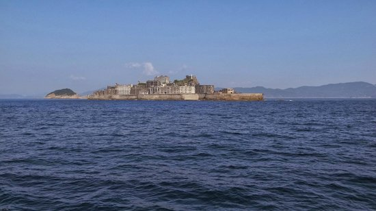 Gunkanjima Cruise (Marbella): 遠くからみた軍艦島