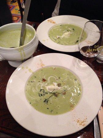 Les Papilles : Soup served.