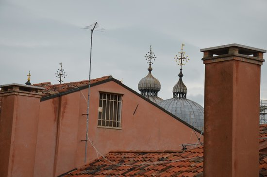 San Marco Palace Suites: San Marco Cathedral, view from the room