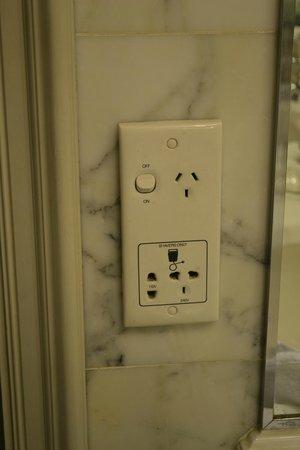 Sir Stamford at Circular Quay Hotel Sydney: plugs in bathroom