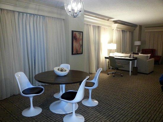 Renaissance Austin Hotel: Dining Area
