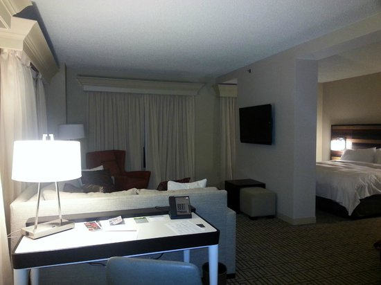 Renaissance Austin Hotel: Living Space with Separate Bedroom