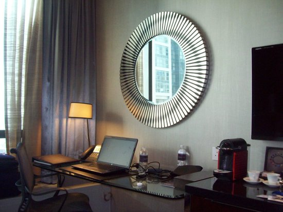 Carlton Hotel Singapore: Great work space
