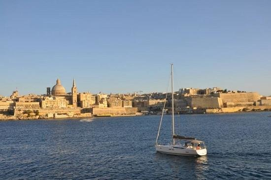 Taste at Fortina Spa Resort : View from bar across to Valetta