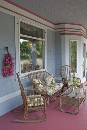 Astor House: Sit out on the porch