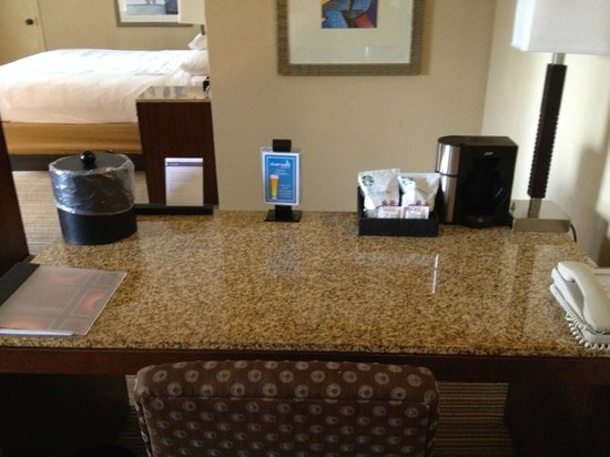 Hyatt Regency Miami: Miami Suite - Work Desk