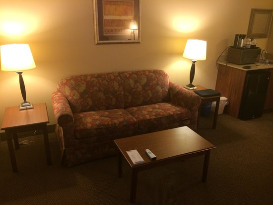 Best Western Arrowhead Lodge & Suites: Executive King Living Room