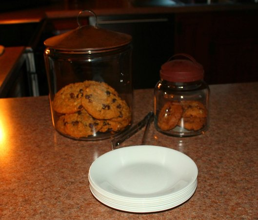 Kimmell House: Fresh baked cookies! (Yummo)