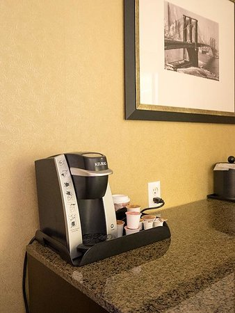 Hilton Garden Inn New York/Tribeca: 備え付けのコーヒーメーカー