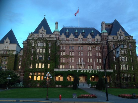 The Fairmont Empress: The view from the street (Government Road?)