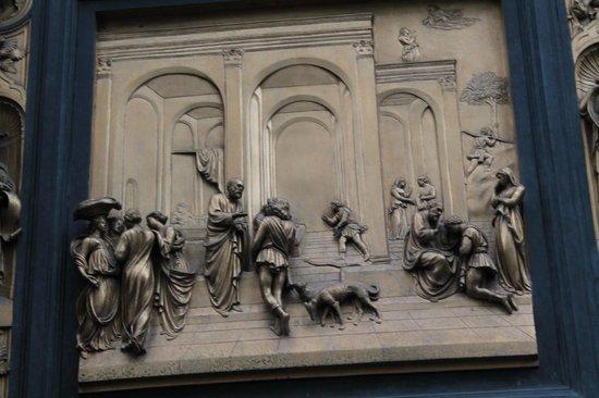Duomo - Cattedrale di Santa Maria del Fiore: Detalhe do portal do Battistero