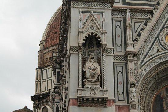 Duomo - Cattedrale di Santa Maria del Fiore: Detalhe da fachada