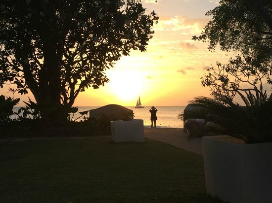 Tamarind by Elegant Hotels: Sea view at sunset