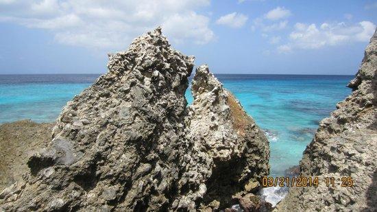 Boca Slagbaai: formations on beach