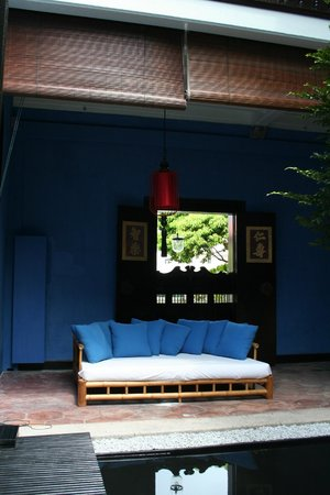 Cheong Fatt Tze - The Blue Mansion: Outdoor seating