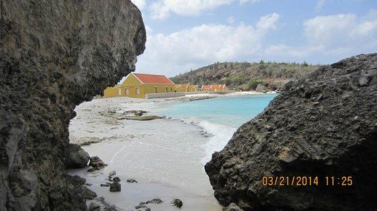Boca Slagbaai: by boulders on beach