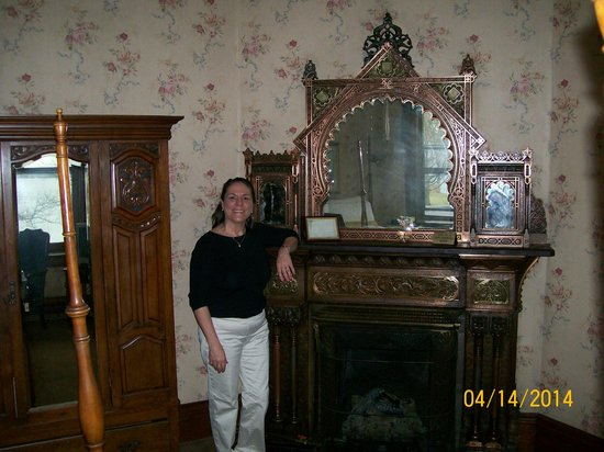 Belhurst Castle: Fireplace- Bronze room