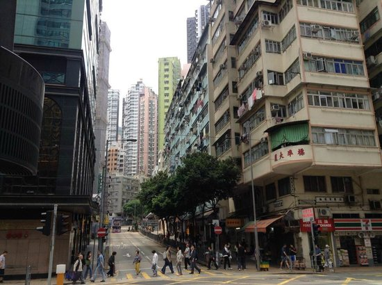 Courtyard Hong Kong: Outside street corner intersection (Water St/ Connaught Rd)