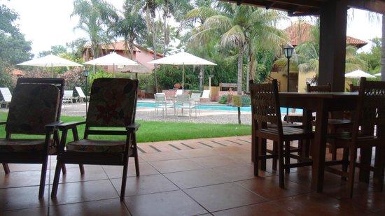 Hotel Pousada Aguas de Bonito: Área externa restaurante com vista para piscina