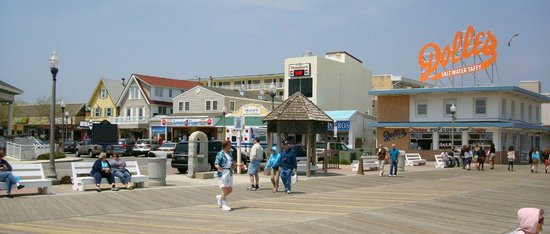 Boardwalk Plaza Hotel: Rehoboth Avenue shopping