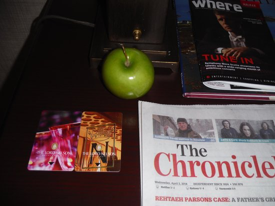 The Lord Nelson Hotel & Suites: Free apples, papers, local info