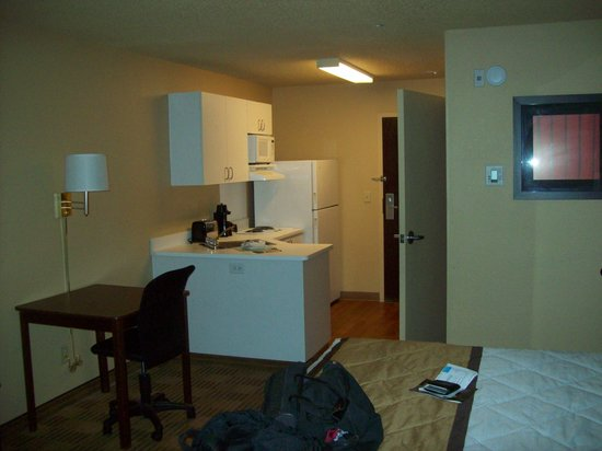 Extended Stay America - San Ramon - Bishop Ranch - West: Enter room thru kitchenette, a swivel chair available at table