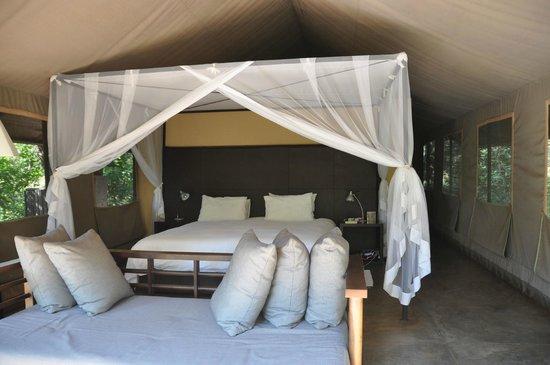 Honeyguide Khoka Moya & Mantobeni Camps: Camp bed
