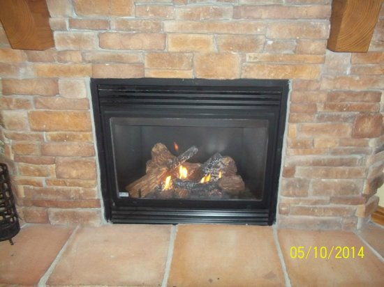 Holiday Inn Club Vacations Smoky Mountain Resort: Fireplace in Room
