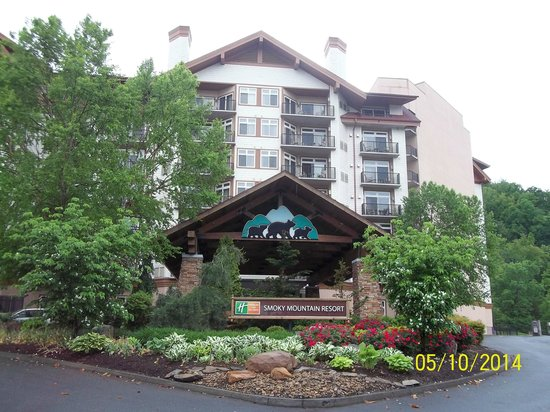 Holiday Inn Club Vacations Smoky Mountain Resort: View From Front Of Resort