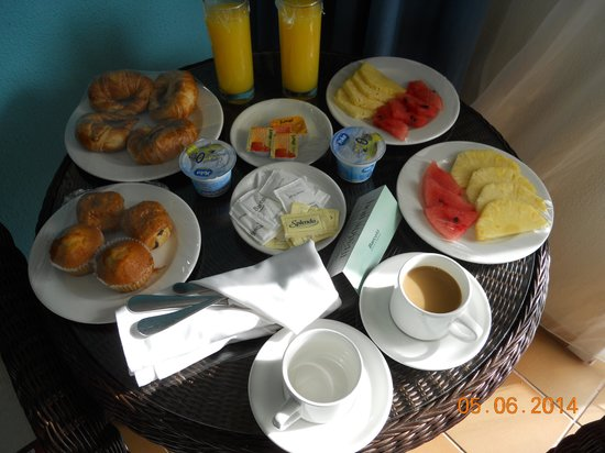 Barcelo Bavaro Beach - Adults Only: Room service Birthday Breakfast