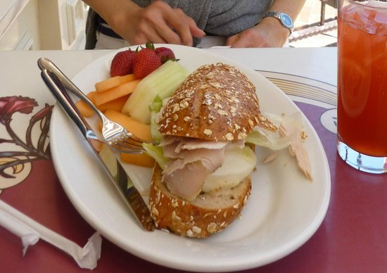 Carnation Cafe: Horrible turkey sandwich. Don't order this!