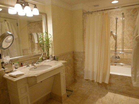 Taj Boston: beautiful bathrooms