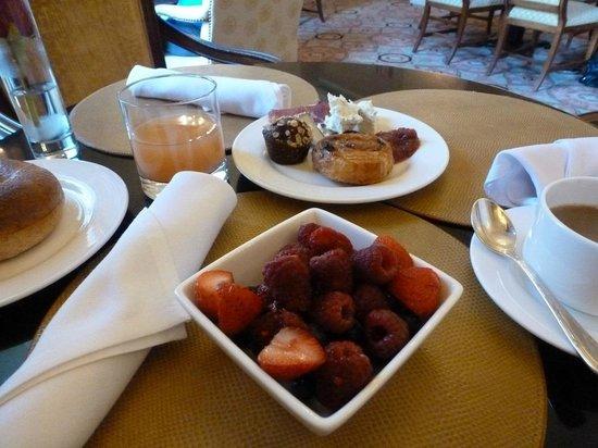 Taj Boston: buffet breakfast with a generous sellection of food