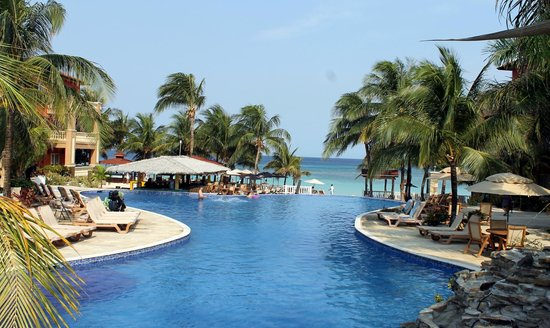 Infinity Bay Spa and Beach Resort: The pool area