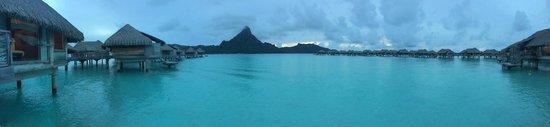 InterContinental Bora Bora Resort & Thalasso Spa : View of the lagoon at sunset
