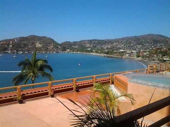 Hotel Irma : Zihuatanejo from the room balcony