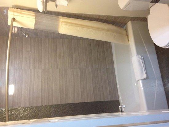 Gardena Terrace Inn : Very clean bathroom