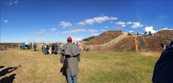 Fort Fisher State Historic Site : Preparing to fire the cannons at the January program