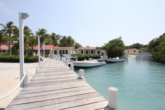 Turneffe Island Resort : Diving and Fishing Center & typical boat