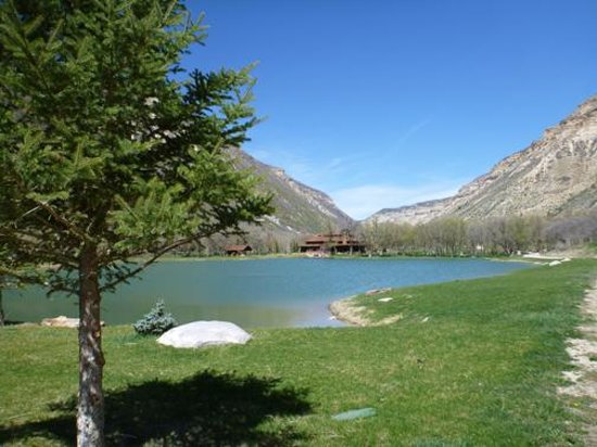 Kessler Canyon, Autograph Collection : The lodge across the lake in a beautiful setting.