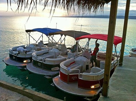CoCo Beach Resort : Pontoon boats