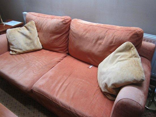 Hotel Raffaello : terrible sofa (1)