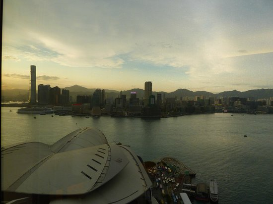 Renaissance Harbour View Hotel Hong Kong: View from 34th Floor