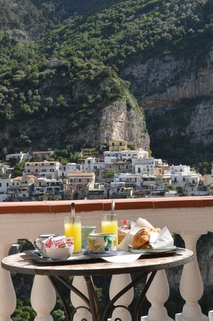Villa Palumbo B&B: Breakfast on the terrace