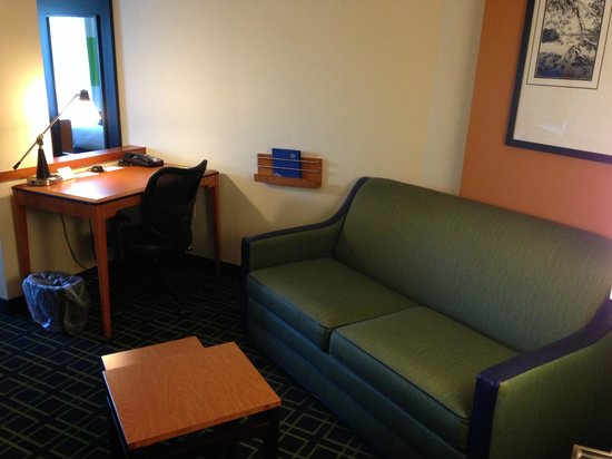 Fairfield Inn & Suites Charlotte Matthews: Nice living area, but a bit tight when you pull out the sleeper sofa.