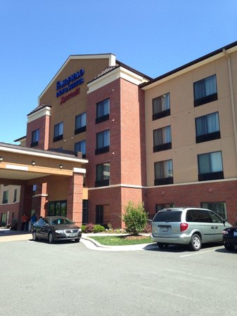 Fairfield Inn & Suites Charlotte Matthews : It's a well maintained property in a good location.